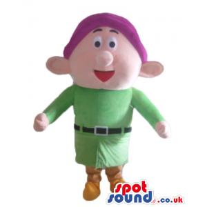 Young dwarf wearing a purple hat, a green shirt, beige trousers