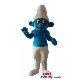 Smiling smurf wearing white trousers and a white hat and brown